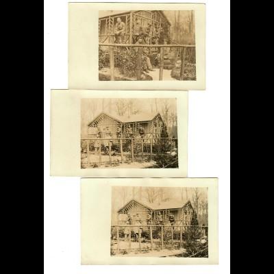 3x Foto Feldpostkarte: Soldaten vor Holz-Blockhaus